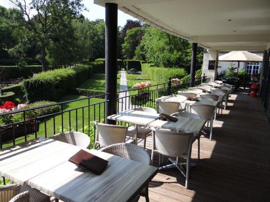terrasse-avec-vue-sur-les-jardins-dannevoie