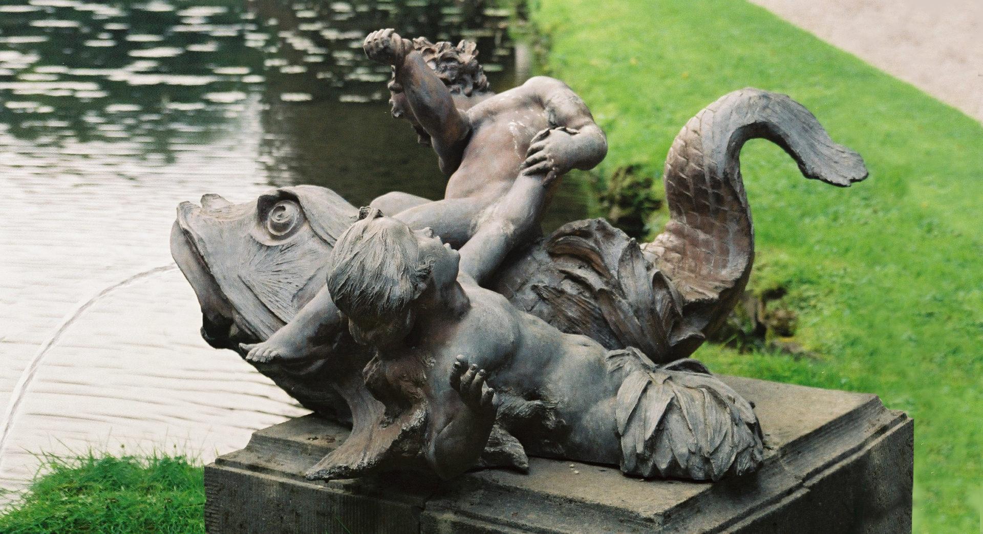 une-statue-des-jardins-deau-dannevoie
