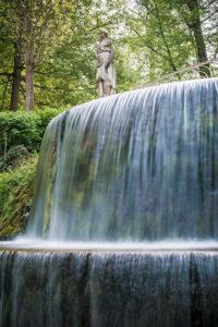 une-cascade-naturelle-aux-jardins-deau-dannevoie