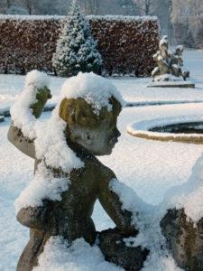 Les-Statues-des-Jardins-DEAu-DAnnevoie-sous-la-neige
