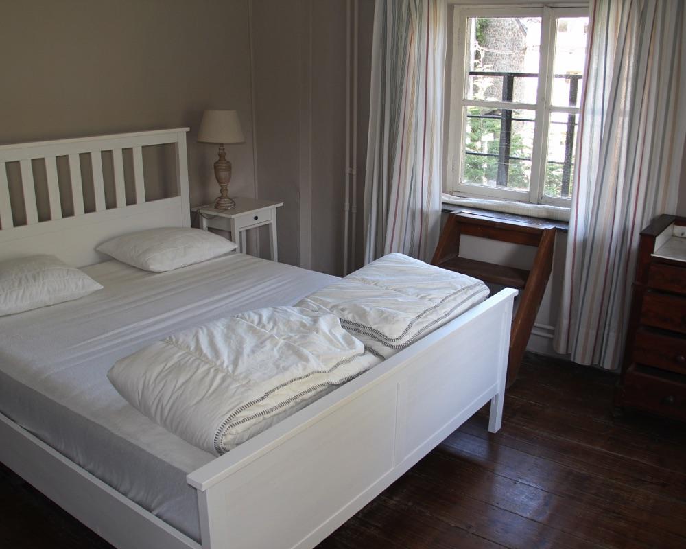 Le Moulin des Jardins d''Annevoie - chambre à coucher lit double