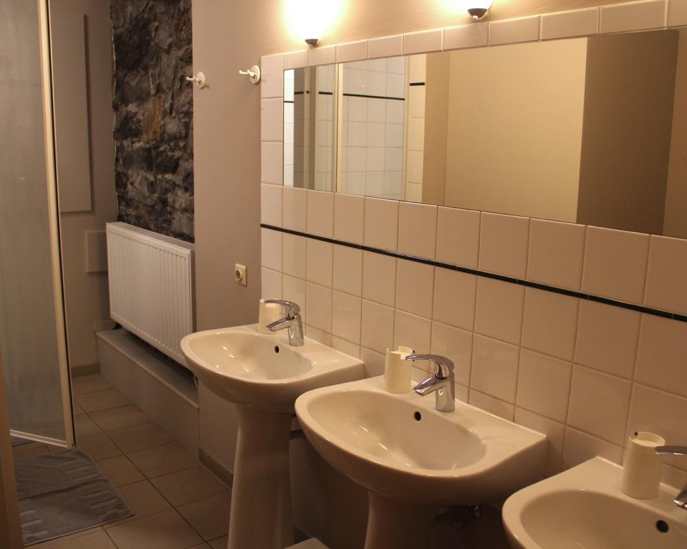 Le Moulin des Jardins d''Annevoie - coin des lavabos